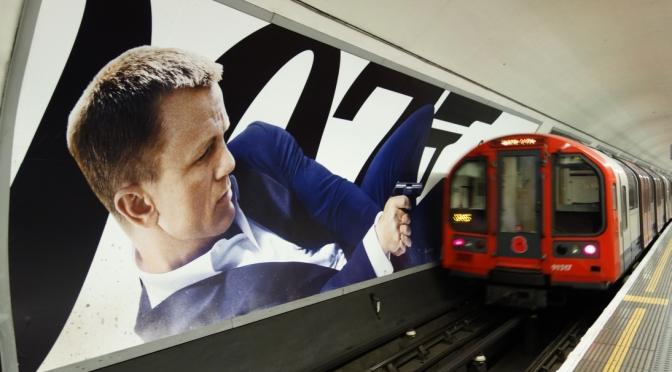 ロンドンの『007/スカイフォール』広告