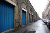 『007/スカイフォール』ロケ地 - デットフォードの鉄道橋下... アストン・マーチン車庫
