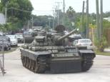 『ゴールデンアイ』撮影で使用のT-55戦車をマイアミに移送  Photo courtesy: The Dezer Collection