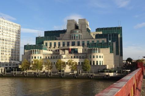 『007/スペクター』ロンドン・ロケ地 - ヴォクソール・ブリッジ(MI6本部)