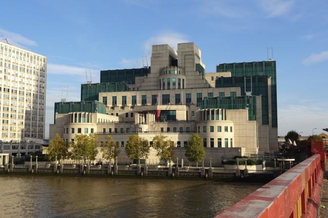 『007/スペクター』ロンドン・ロケ地情報#6 ヴォクソール・ブリッジ