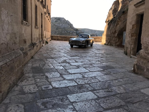 james-bond-aston-martin-sassi-di-matera-6