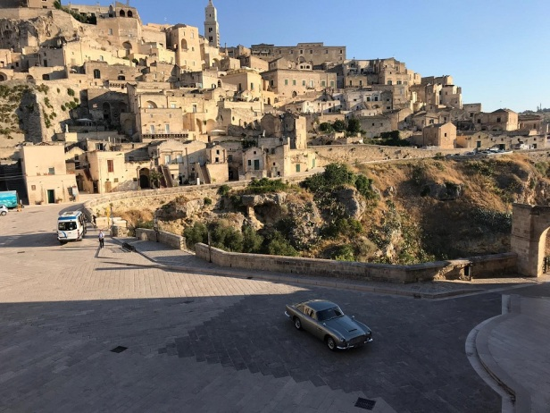 james-bond-aston-martin-sassi-di-matera-7