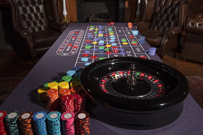 James Bond Collector's Edition Roulette Wheel © 007Store
